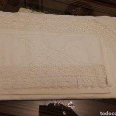Antigüedades: SABANA ENCAJE DE BOLILLOS. MATRIMONIO. Lote 147630197