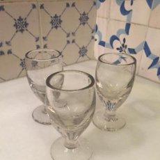Antigüedades: ANTIGUOS 3 VASO / VASOS DE CRISTAL SOPLADO A MANO DE CAFÉ O BAR DE LOS AÑOS 30-40 . Lote 147636322
