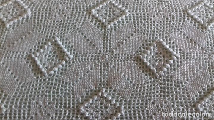 Antigüedades: ANTIGUA, GRANDE Y EXCELENTE COLCHA DE CROCHET HECHA A MANO CON HILO DE PERLÉ. SIN ESTRENAR. BLANCA. - Foto 5 - 147637182