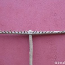 Antigüedades: ANTIGUO RASTRILLO DE MADERA.. Lote 147649434