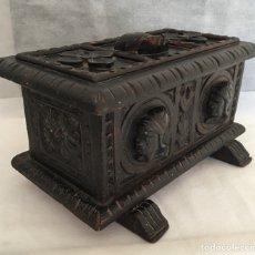 Antigüedades: COFRE ANTIGUO MADERA TALLADO. Lote 147651922