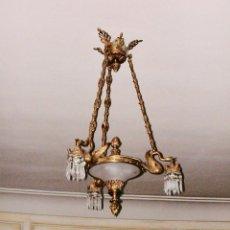Antigüedades: LAMPARA TECHO BRONCE DORADO CON MOTIVOS CISNE LAGRIMAS CRISTAL 6 LUCES VINTAGE LOS AÑOS 1890-1920. Lote 147658342