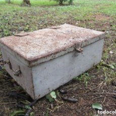Antigüedades: ANTIGUO BAUL DE HIERRO. Lote 147669626