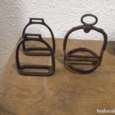 Antigüedades: TRES ANTIGUOS ESTRIBOS. Lote 147683478