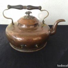 Antigüedades: ANTIGUA TETERA DE COBRE CON CONEXIÓN A LUZ. Lote 147694774