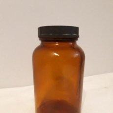 Antigüedades: ANTIGUO BOTE DE FARMACIA DE CRISTAL DE MEDICAMENTOS COLOR AMBAR 500 ML AÑOS 70/80 VINTAJE. Lote 147710650