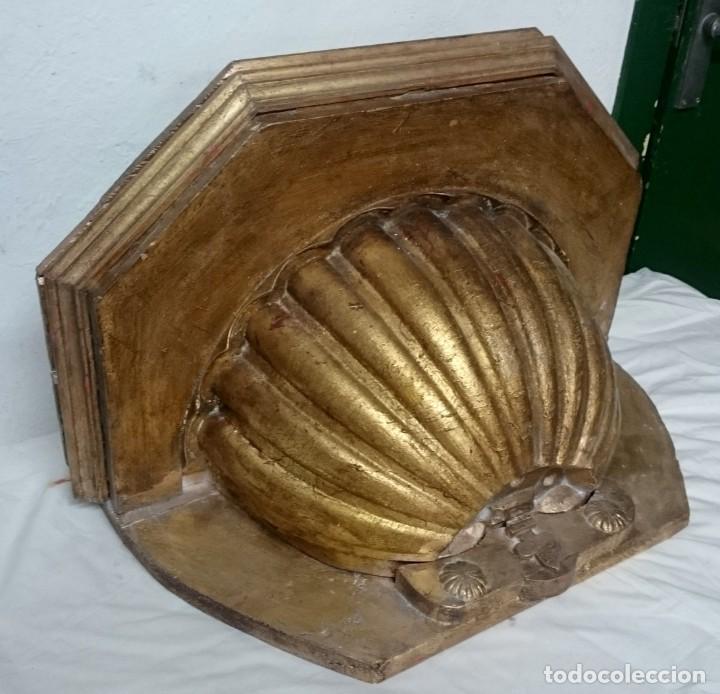 Antigüedades: Antigua ménsula, repisa, columna, pedestal de madera tallada y dorada. Siglo XIX. 61x39x32 - Foto 4 - 147715234