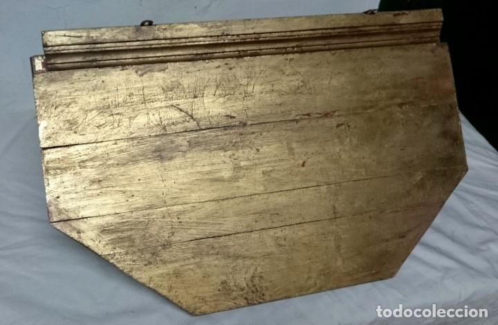 Antigüedades: Antigua ménsula, repisa, columna, pedestal de madera tallada y dorada. Siglo XIX. 61x39x32 - Foto 5 - 147715234