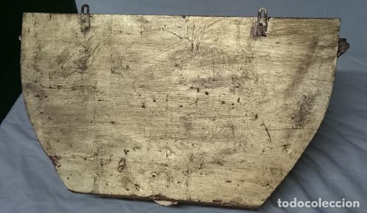 Antigüedades: Antigua ménsula, repisa, columna, pedestal de madera tallada y dorada. Siglo XIX. 61x39x32 - Foto 6 - 147715234