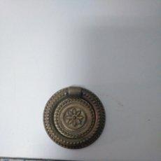 Antigüedades: TIRADOR DE BRONCE. Lote 147715318