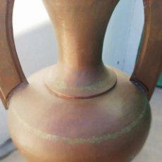 Antigüedades: GRAN JARRON EN COBRE REPUJADO FINALES PRINCIPIOS SIGLO XX. Lote 147740702