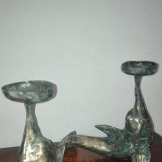 Antigüedades: ANTIGUOS CANDELABROS,DELFINES EN BRONCE. Lote 147753258
