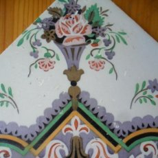 Antigüedades: AZULEJO DE BARRO SIGLO XIX CON FLOR. Lote 147753706