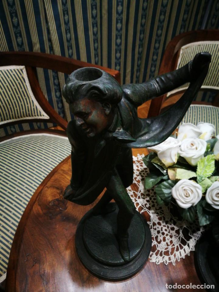 Antigüedades: Pareja de candelabros modernistas de calamina patinada. Pareja de baile. - Foto 10 - 147755670