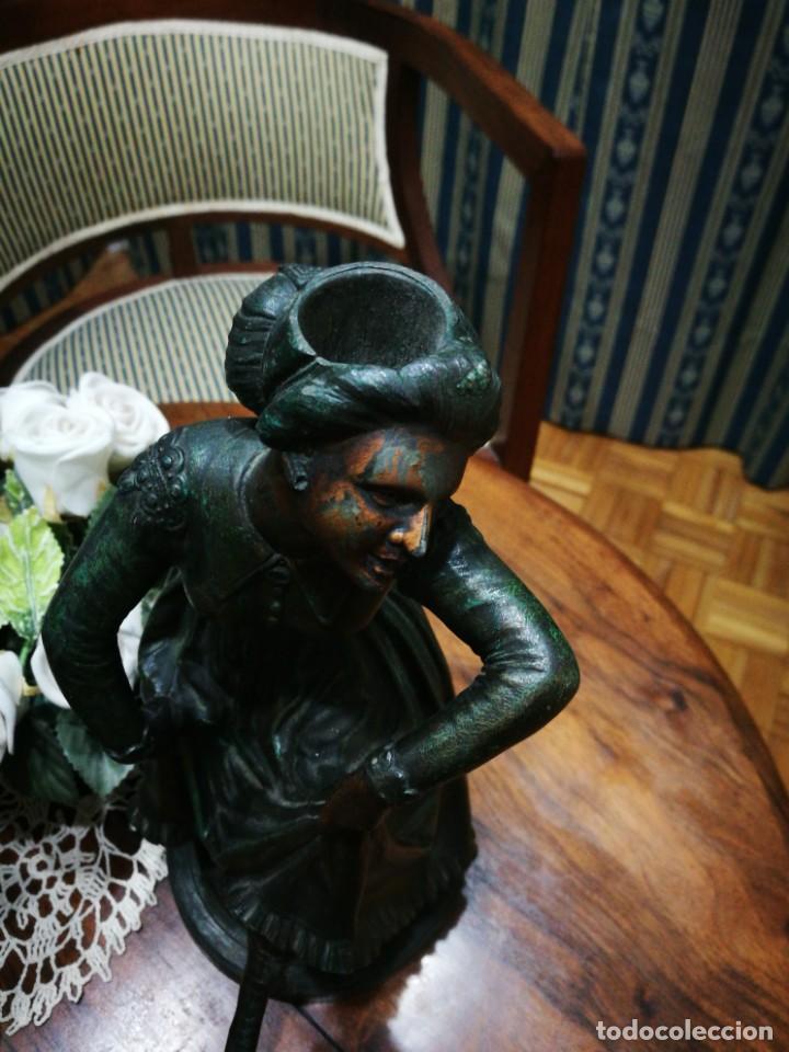 Antigüedades: Pareja de candelabros modernistas de calamina patinada. Pareja de baile. - Foto 11 - 147755670