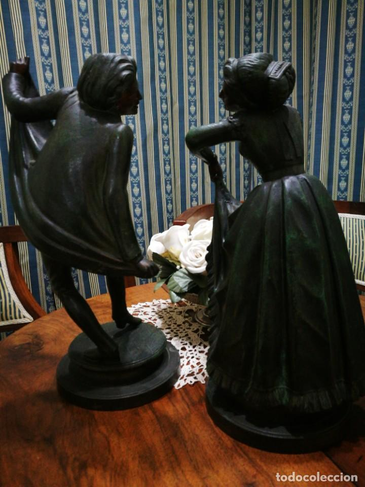 Antigüedades: Pareja de candelabros modernistas de calamina patinada. Pareja de baile. - Foto 12 - 147755670