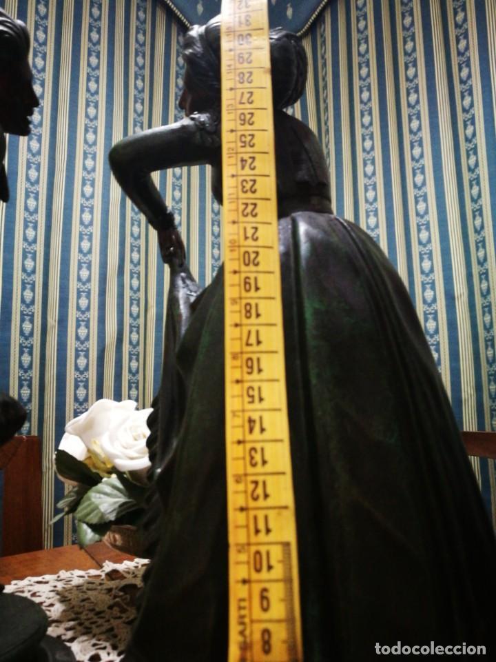 Antigüedades: Pareja de candelabros modernistas de calamina patinada. Pareja de baile. - Foto 13 - 147755670