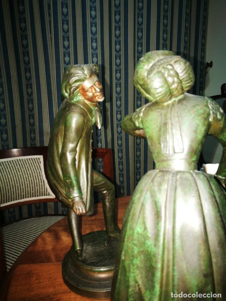 Antigüedades: Pareja de candelabros modernistas de calamina patinada. Pareja de baile. - Foto 5 - 147755670