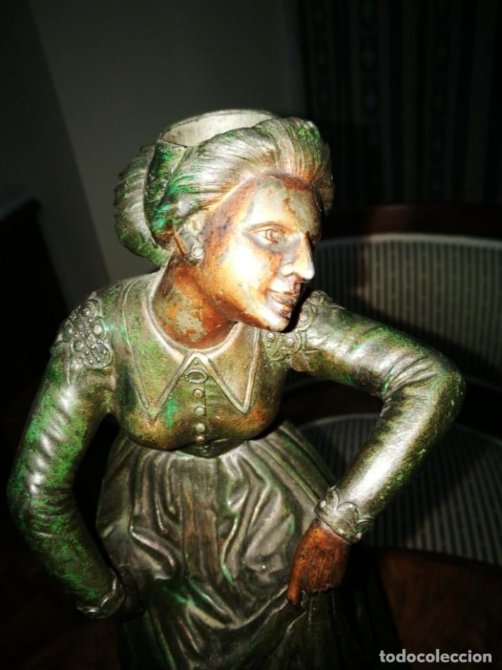 Antigüedades: Pareja de candelabros modernistas de calamina patinada. Pareja de baile. - Foto 6 - 147755670