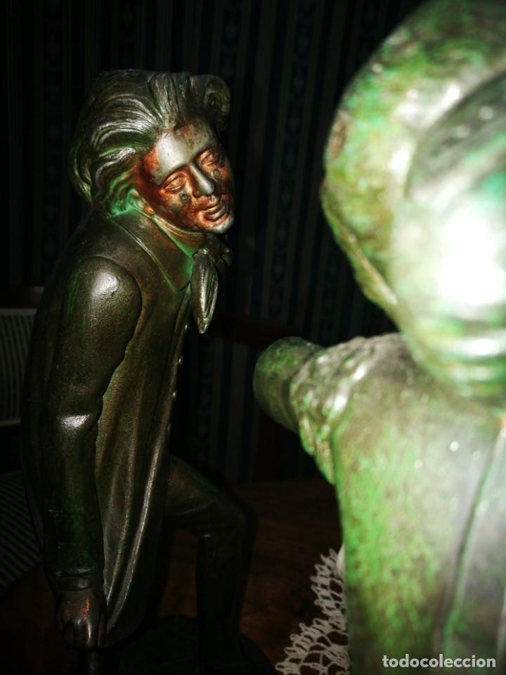 Antigüedades: Pareja de candelabros modernistas de calamina patinada. Pareja de baile. - Foto 7 - 147755670