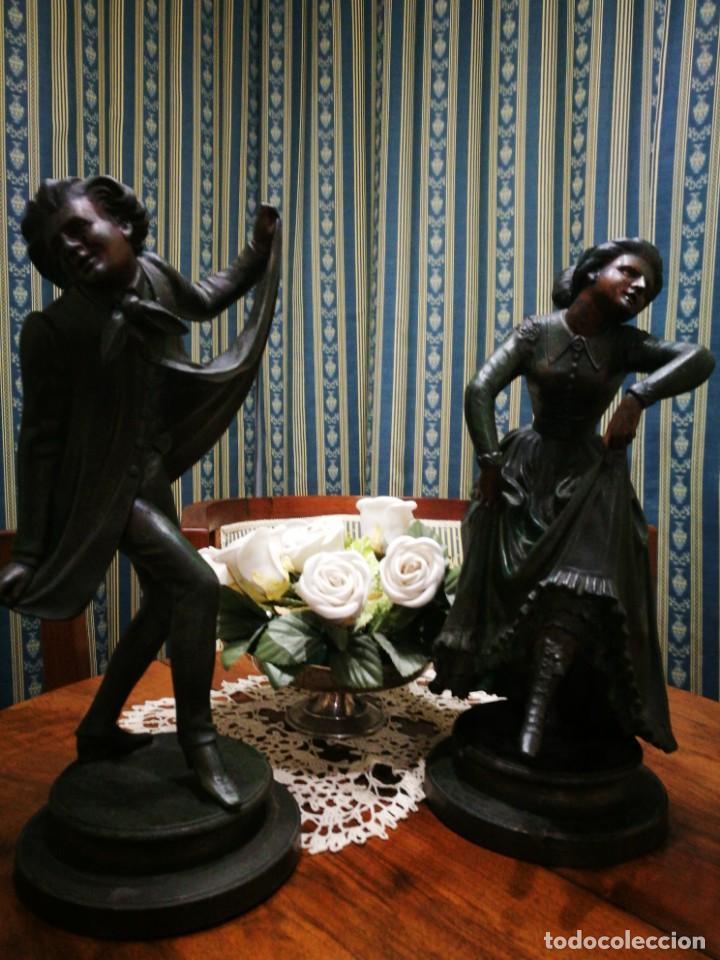 Antigüedades: Pareja de candelabros modernistas de calamina patinada. Pareja de baile. - Foto 9 - 147755670