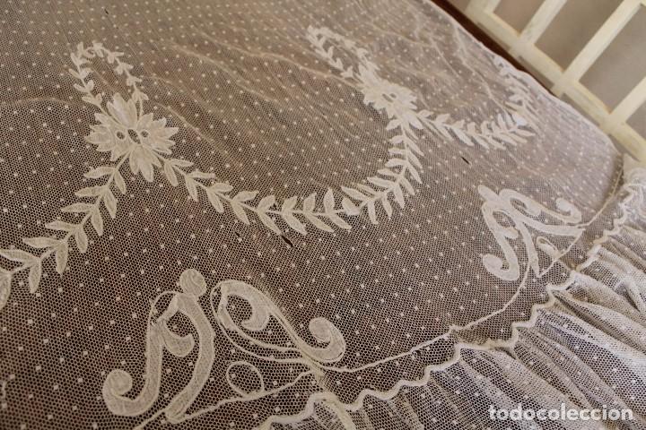 Antiquitäten: 79 Cortina lateral de encaje manual todo bordado a mano pps s XX para uso o indumentaria - Foto 3 - 147756886