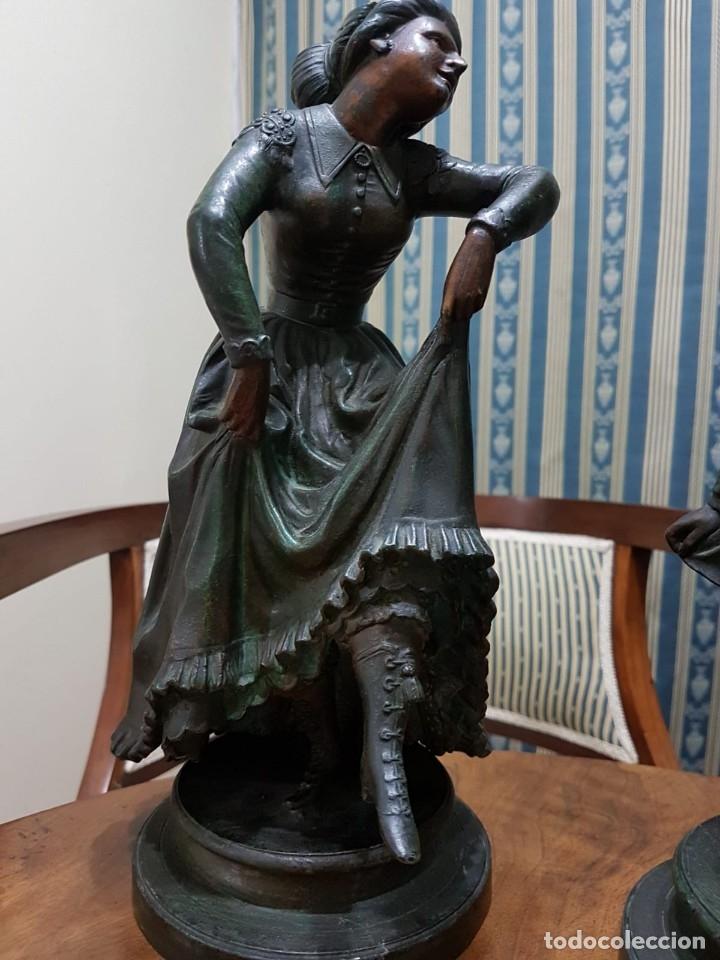Antigüedades: Pareja de candelabros modernistas de calamina patinada. Pareja de baile. - Foto 2 - 147755670