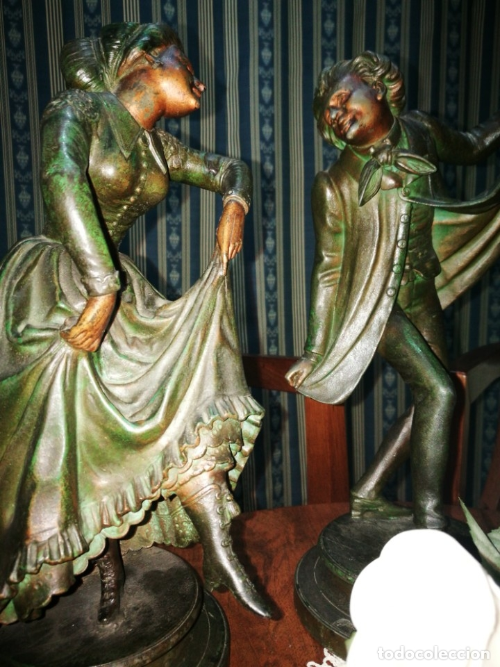 Antigüedades: Pareja de candelabros modernistas de calamina patinada. Pareja de baile. - Foto 4 - 147755670