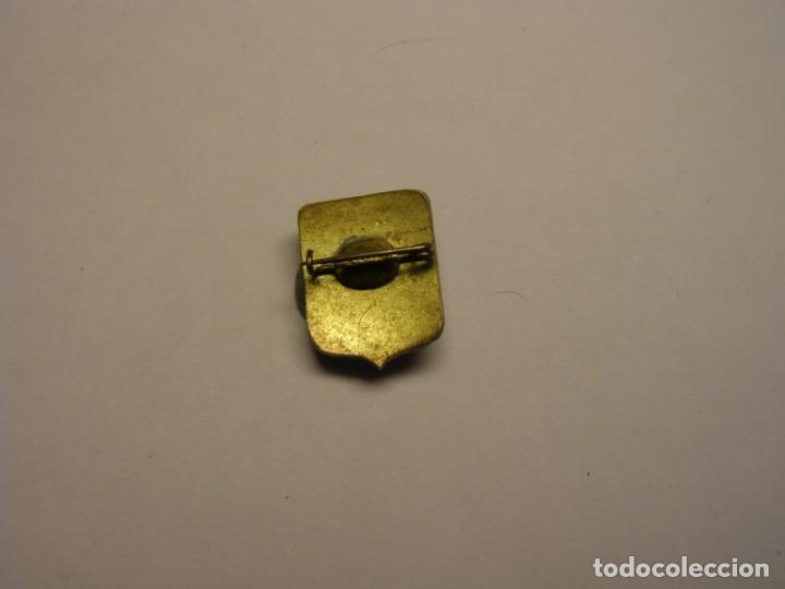 Antigüedades: Medalla aguja religiosa ex alumnas hermanas carmelitas de la caridad. - Foto 2 - 147758698