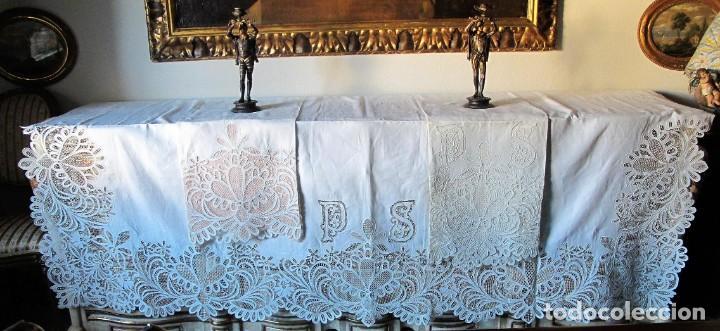 Antigüedades: MUY IMPORTANTE JUEGO DE SÁBANA DE HILO SIN ESTRENAR. BORDADO CON ENCAJE DE VENECIA. SIGLO XIX - Foto 3 - 147759386