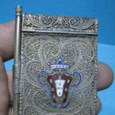 Antigüedades: PEQUEÑA LIBRETA DE FILIGRANA DE METAL CON ESCUDO ERALDICO. Lote 147759634