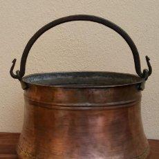 Antigüedades: ANTIGUA OLLA O CALDERO DE COBRE. Lote 147766454