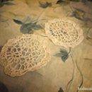 Antigüedades: LOTE DE 2 TAPETES DE GANCHILLO,ALGODON FINO BLANCO.. Lote 147767642