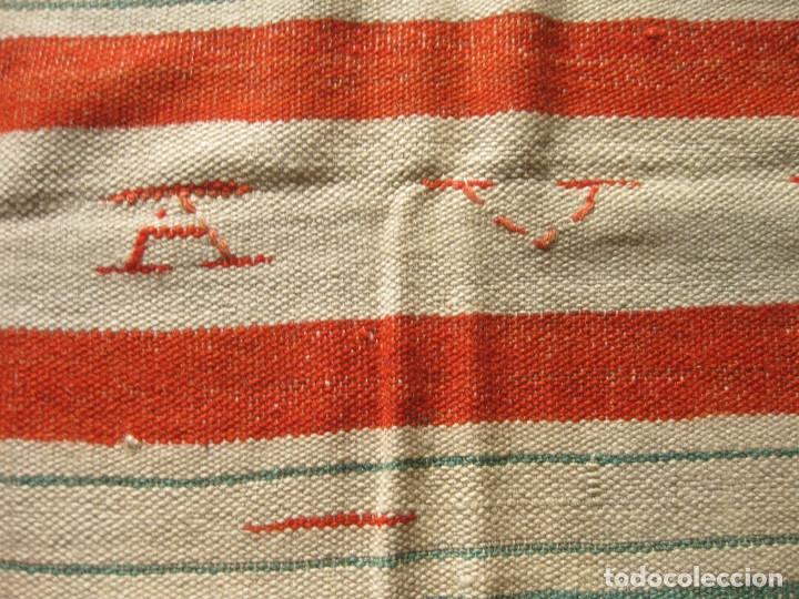 Antigüedades: ANTIGUA MANTA ESPAÑOLA DE TELAR TEJIDA Y BORDADA CON EL NOMBRE DE DAVID - Foto 3 - 147771126