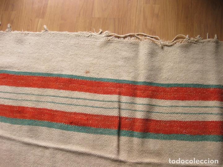 Antigüedades: ANTIGUA MANTA ESPAÑOLA DE TELAR TEJIDA Y BORDADA CON EL NOMBRE DE DAVID - Foto 5 - 147771126