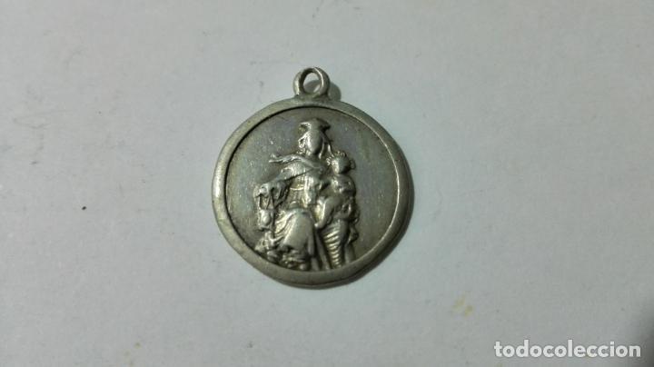 MEDALLA DE PLATA, VIRGEN CON EL NIÑO, Y SAGRADO CORAZON, MEDIDAS 1,6 CM (Antigüedades - Religiosas - Medallas Antiguas)