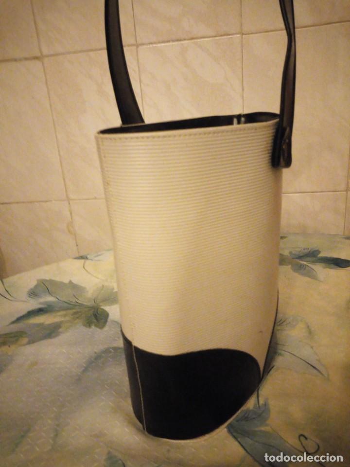 Antigüedades: Antiguo bolso de señora de pvc y tejido,ideal para rodajes.años 50/60 - Foto 3 - 147773618