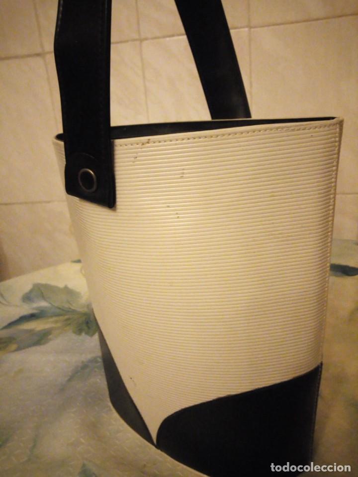 Antigüedades: Antiguo bolso de señora de pvc y tejido,ideal para rodajes.años 50/60 - Foto 4 - 147773618