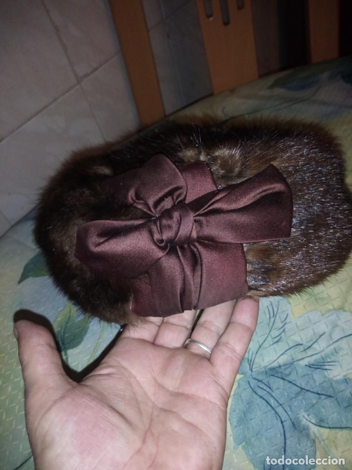 Antigüedades: Magnifico gorro de vison con lazo de raso y un alfiler con bola de vison. - Foto 3 - 147776582