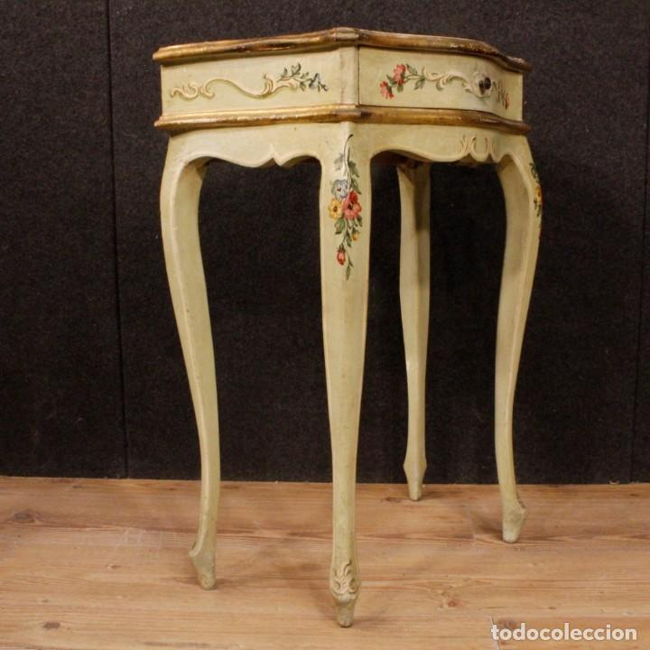 Antigüedades: Pair of lacquered and painted Venetian bedside tables - Foto 4 - 147778466