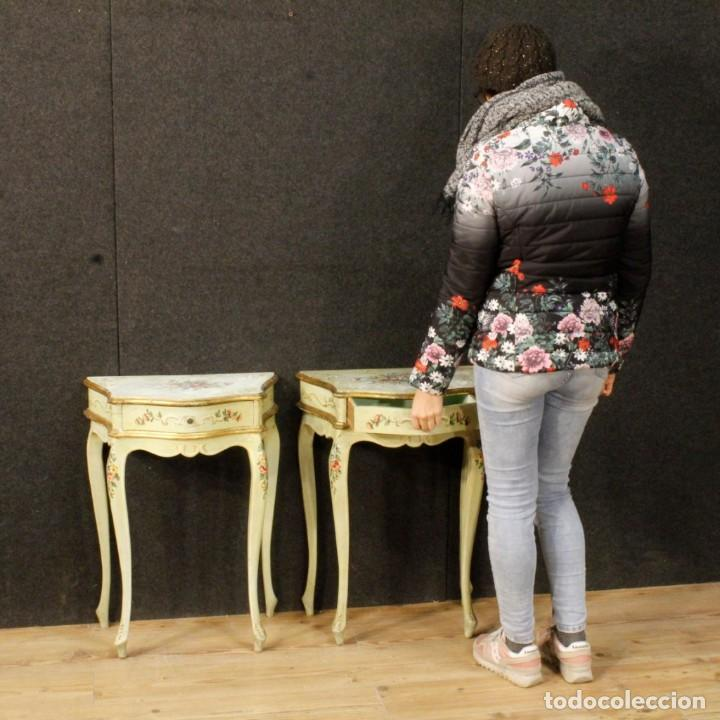 Antigüedades: Pair of lacquered and painted Venetian bedside tables - Foto 6 - 147778466