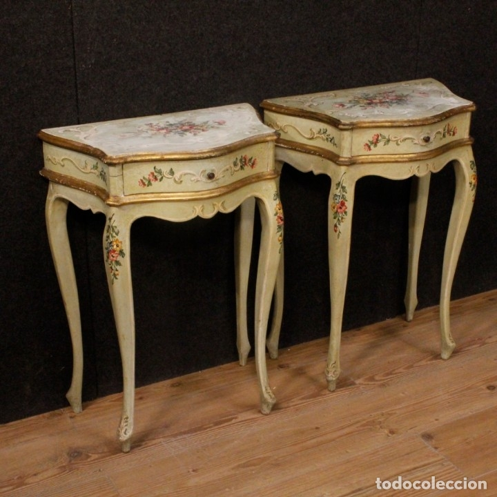 PAIR OF LACQUERED AND PAINTED VENETIAN BEDSIDE TABLES (Antigüedades - Muebles Antiguos - Mesas Antiguas)