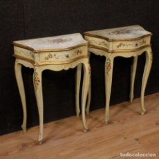 Antigüedades: PAIR OF LACQUERED AND PAINTED VENETIAN BEDSIDE TABLES. Lote 147778466