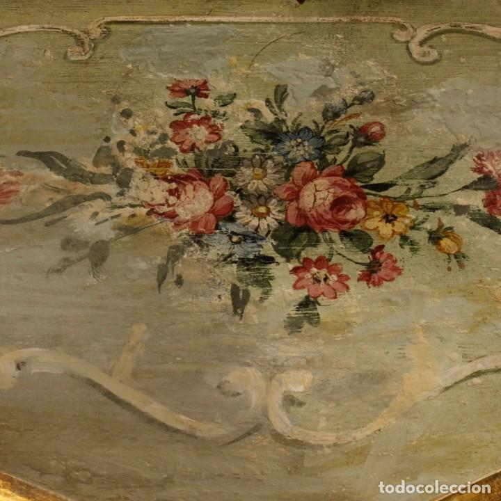 Antigüedades: Pair of lacquered and painted Venetian bedside tables - Foto 2 - 147778466