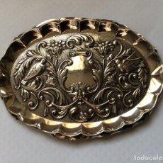 Antigüedades: PRECIOSA BANDEJA OVALADA EN PLATA DE LEY LABRADA CON MOTIVOS DE PÁJAROS -PEDRO DURAN . Lote 147784694