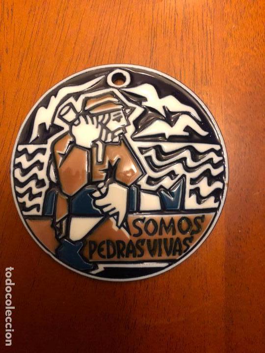 MEDALLA DE SARGADELOS ## SOMOS PEDRAS VIVAS## ROMAXE DE CREENTES GALEGOS (Antiquitäten - Porzellan und Keramik - Sargadelos)