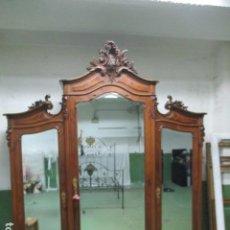 Antiquités: MAJESTUOSO ARMARIO PRINCIPIOS S. XIX CON ESPEJOS, 265 CM DE ALTO. MÁS DE 100 AÑOS. Lote 147792714
