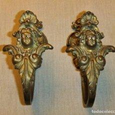 Antigüedades: PAREJA DE ALZAPAÑOS, ABRAZADERAS DE BRONCE ESTILO IMPERIO. Lote 147828478
