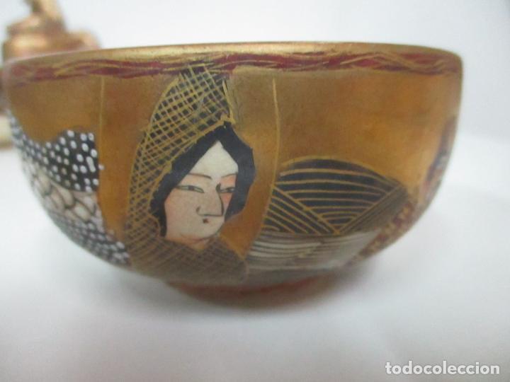 Antigüedades: Antiguo Juego de Café - Porcelana Oriental - Dorada y con Personajes - Sello en la Base - Foto 6 - 147829934