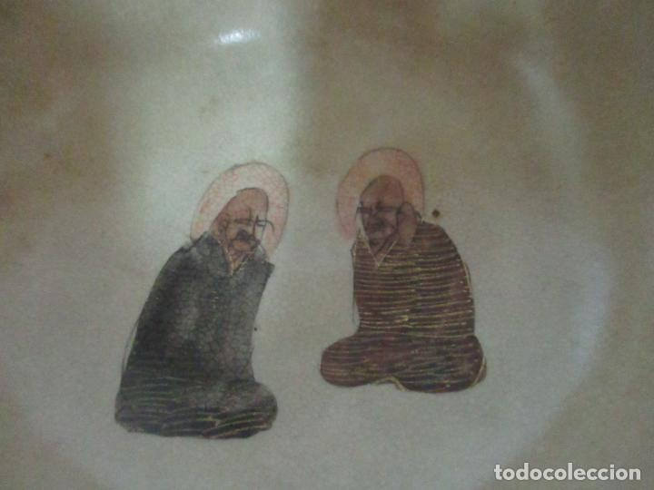 Antigüedades: Antiguo Juego de Café - Porcelana Oriental - Dorada y con Personajes - Sello en la Base - Foto 15 - 147829934